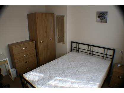 Room in a Shared House, Barnes Road, GU16