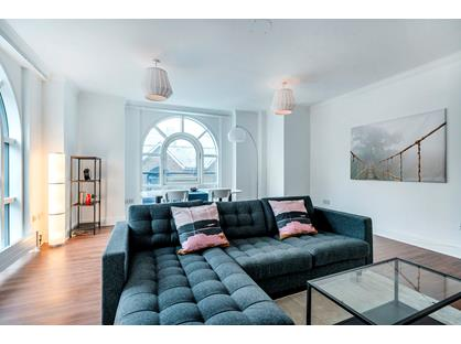 2 Bed Flat, Plantation Wharf, SW11