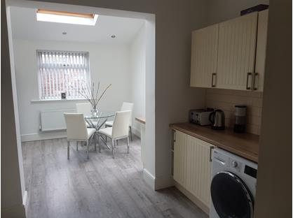Room in a Shared House, Road, M11
