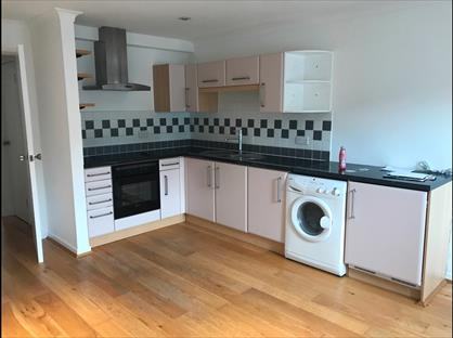 1 Bed Flat, Benwell Court, TW16