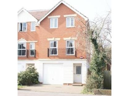4 Bed Semi-Detached House, Hailing Mews, BR2