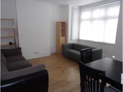 3 Bed Flat, Clifford Gardens (Upper, NW10
