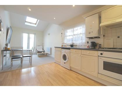 2 Bed Flat, Himley Road, SW17