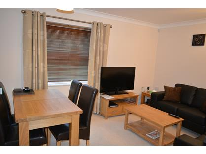 2 Bed Flat, Old College Road, RG14