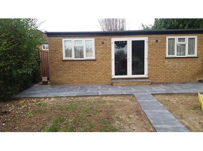 1 Bed Bungalow, Thornhill Road, UB10