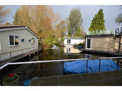 2 Bed House Boat, Taggs Island, TW12