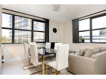 2 Bed Flat, Manhattan House, W5
