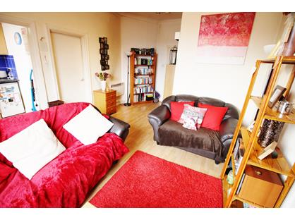 1 Bed Flat, Street Lane, LS8