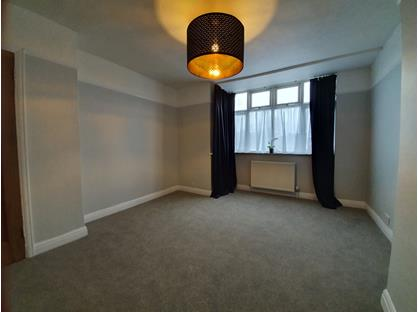 2 Bed Flat, Woodham Lane, KT15