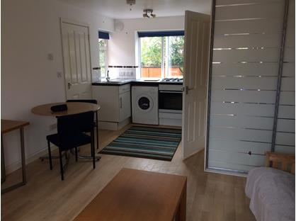 Studio Flat, Buckingham Road, MK3
