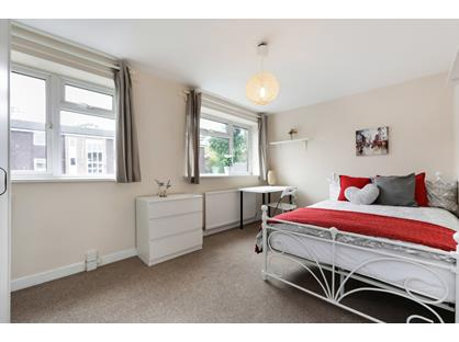 Room in a Shared House, Howard Road, KT5