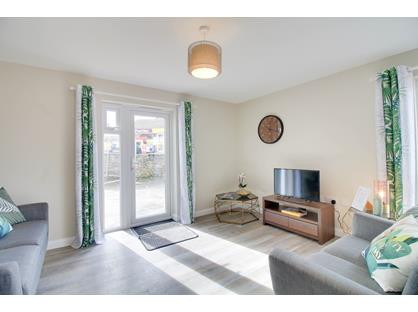 1 Bed Flat, Church Road, PL12