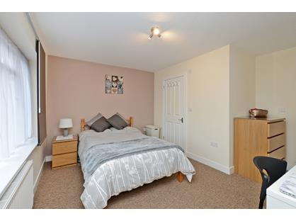 Room in a Shared House, York Road, KT14