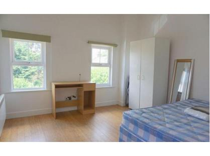 Room in a Shared Flat, Richmond Road, KT2