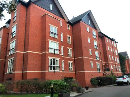 3 Bed Flat, The Firs, L18