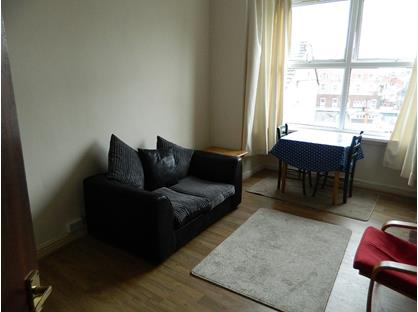1 Bed Flat, Queens Hill, NP20
