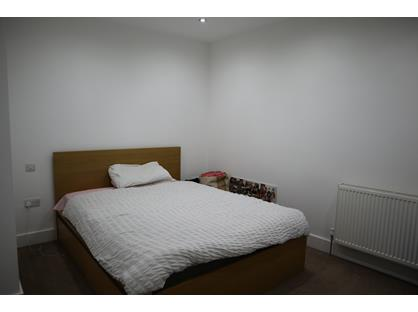 1 Bed Flat, High Street, GU19