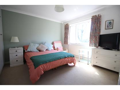 Room in a Shared House, Iberian Way, GU15