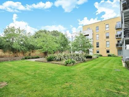 2 Bed Flat, St. Georges Grove, SW17