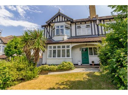 5 Bed Semi-Detached House, Riddlesdown Road, CR8