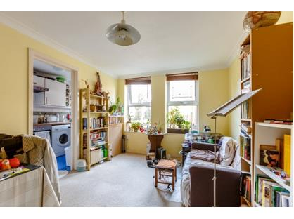 1 Bed Flat, Tower Walk, SE1