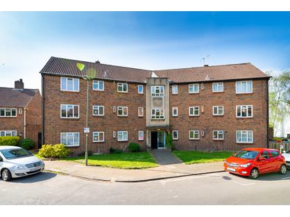 2 Bed Flat, Saffron Close, NW11