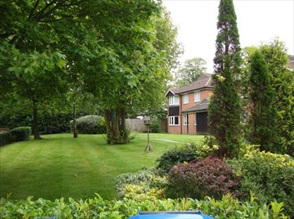 2 Bed Flat, Douglas Court, TN16