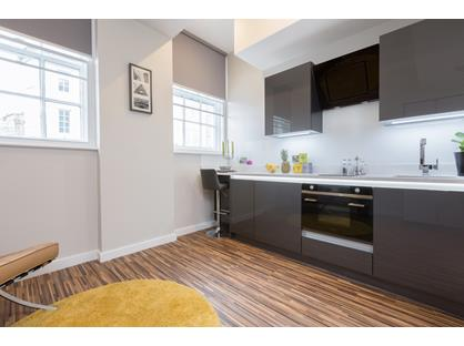 Studio Flat, Cross St, M2