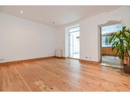 1 Bed Semi-Detached House, Chepstow Crescent, W11