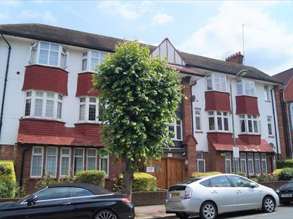 4 Bed Flat, Golders Court, NW11