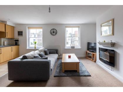 2 Bed Flat, High Street, CT14