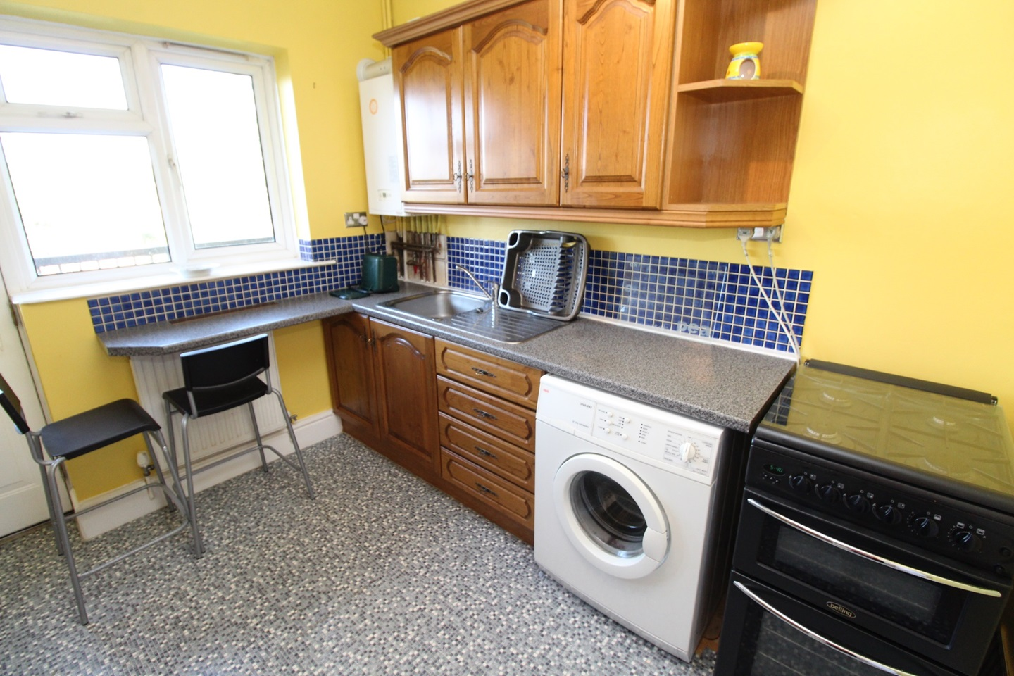 Stretford, Manchester - 2 Bed Flat, Wardle Close, M32 - To ...