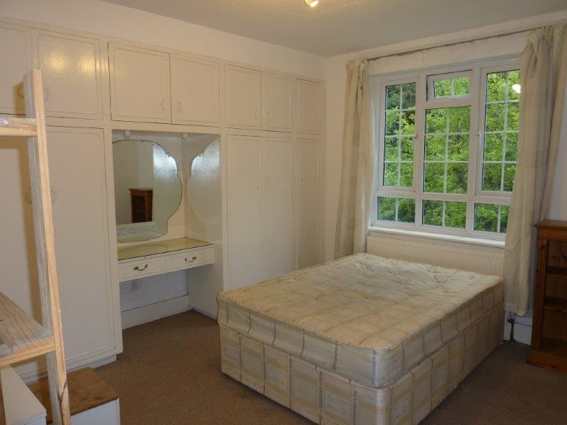 London - 4 Bed Flat, Frognal Court, NW3 - To Rent Now for ...