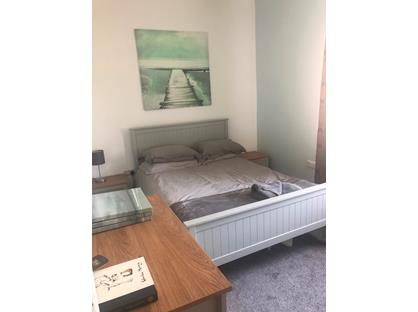 Room in a Shared House, King Street, S74