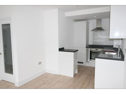 1 Bed Flat, Hill Ave, HP6